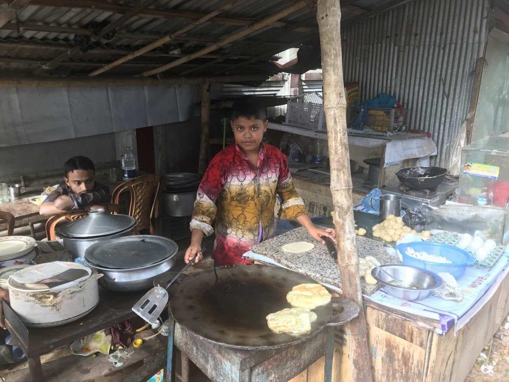 bambino-cucina-cibo-strada