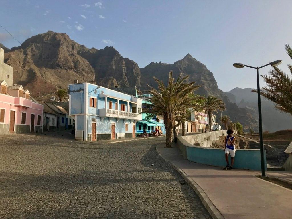 Un bivio a Ponta do Sol con la Caleta