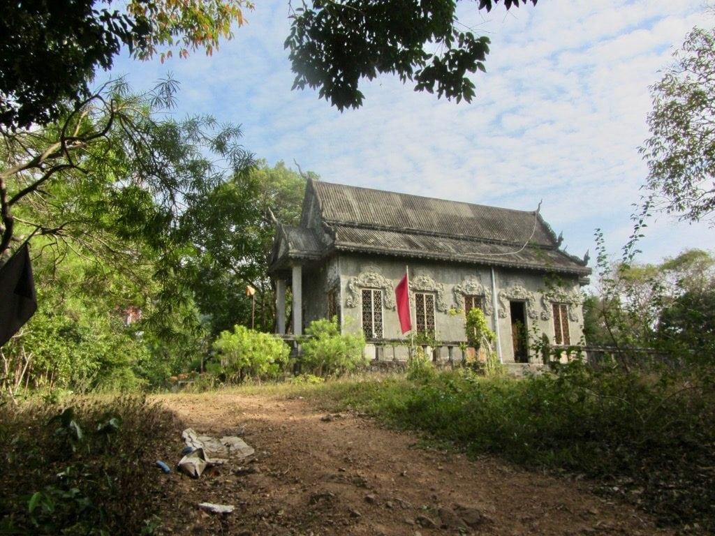 Un edificio diroccato nel Parco Nazionale di Kep