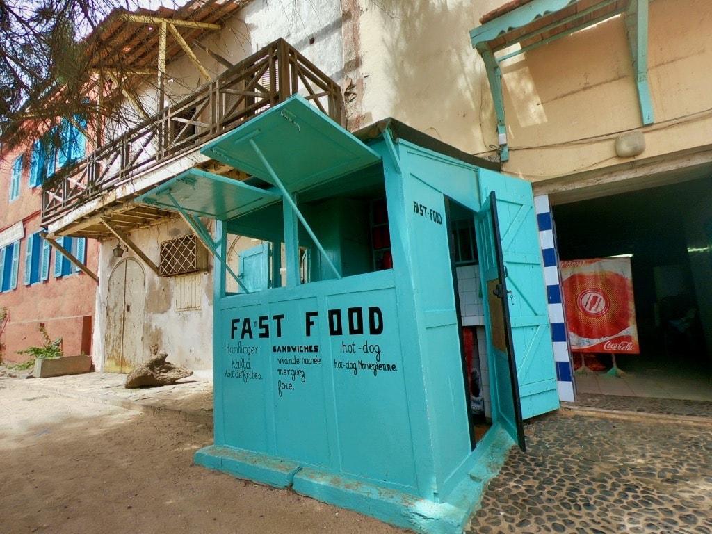 Baracchino per cibo da strada a Gorée