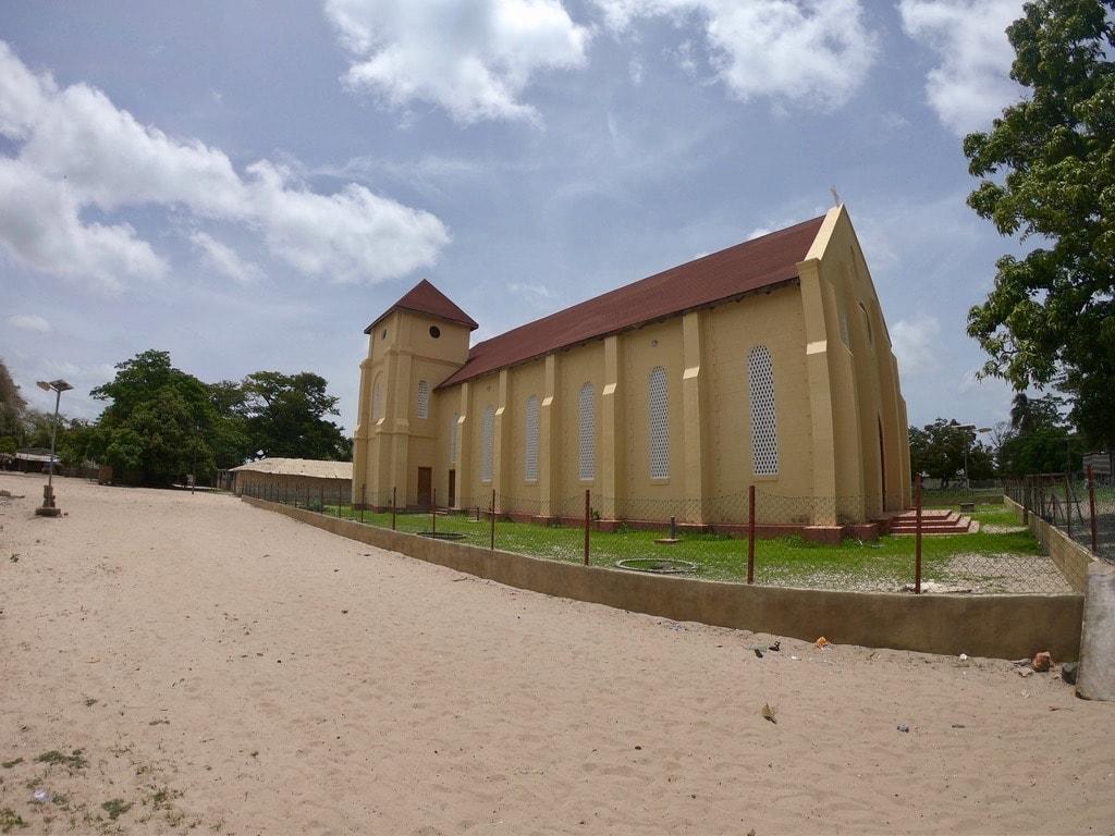 La chiesa del villaggio di Carabane