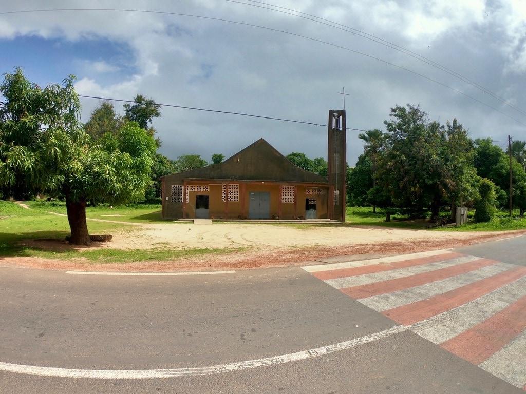Una chiesa a Mlomp