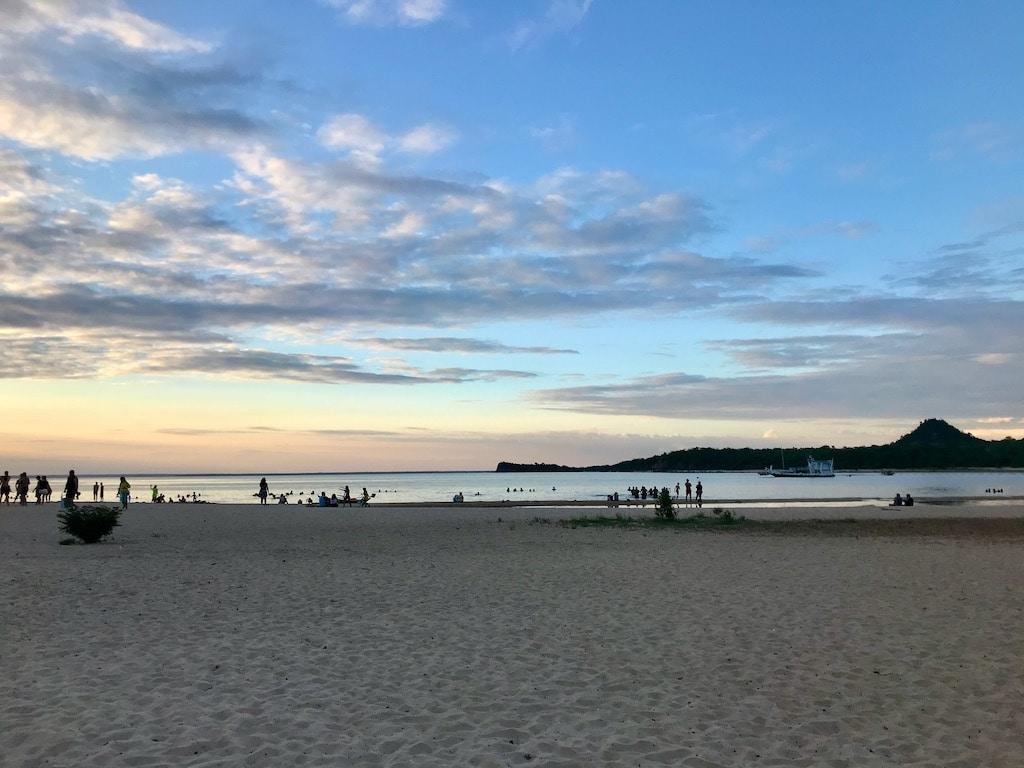 Il tramonto dietro alla spiaggia di Alter do Chao