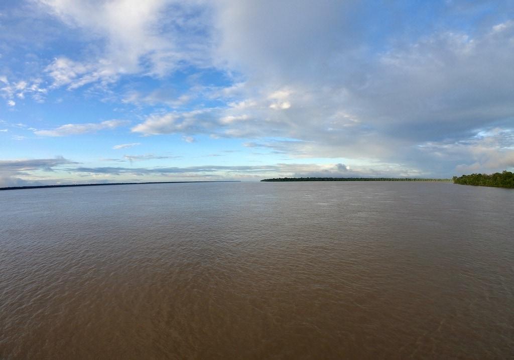 Il Rio delle Amazzoni e il cielo nuvoloso