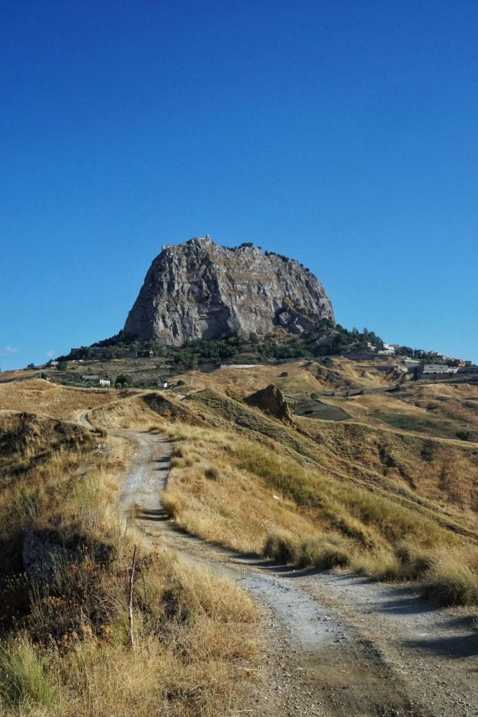 un tratto del trekking sulla magna via francigena